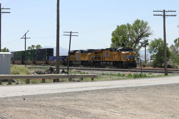 UP EMD SD70ACe #8731 and GE ES44AC #6751, Beowawe