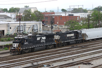 NS GE B32-8 #3555 NS GE B32-8 #5111, Roanoke Classification Yard